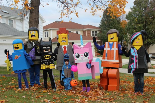12 scarily good halloween costumes you can make with your family if you and your fellow blockheads would like to make them for yourself you can see the plans in detail here solutioingenieria Choice Image